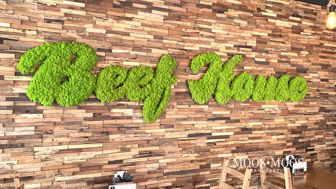 Schriftzug aus Islandmoos Restaurant Beef House