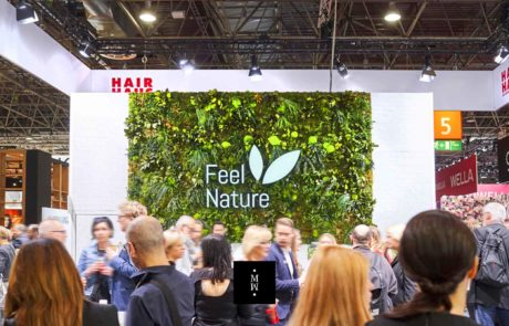 Dschungelmooswand Messestand Logo Feel Nature