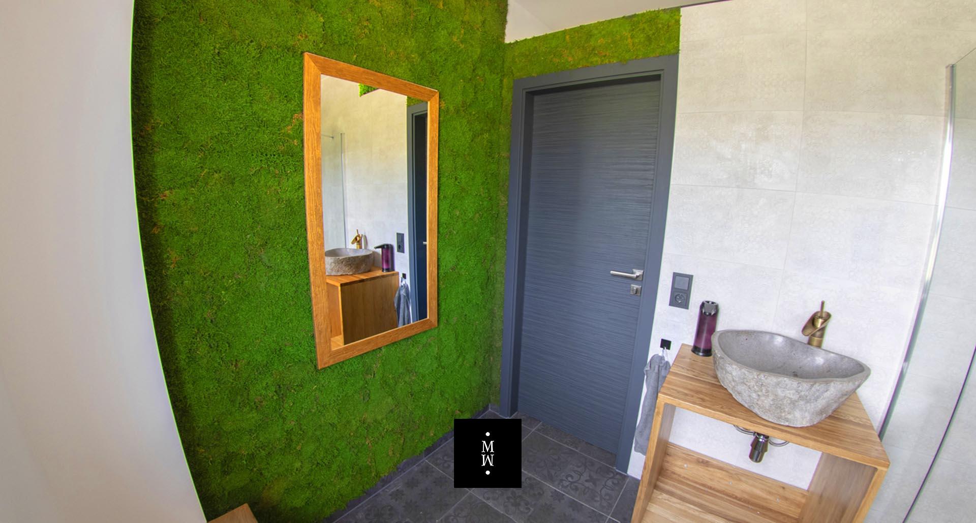 Mooswand aus Waldmoos im Badezimmer